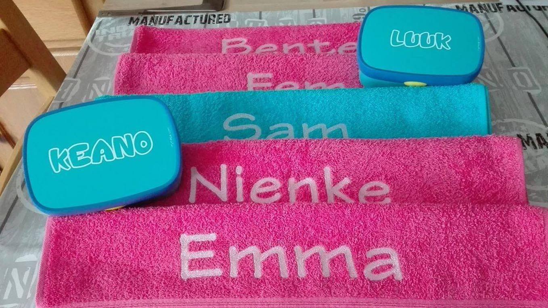 handdoeken en bedrukte lunchboxes